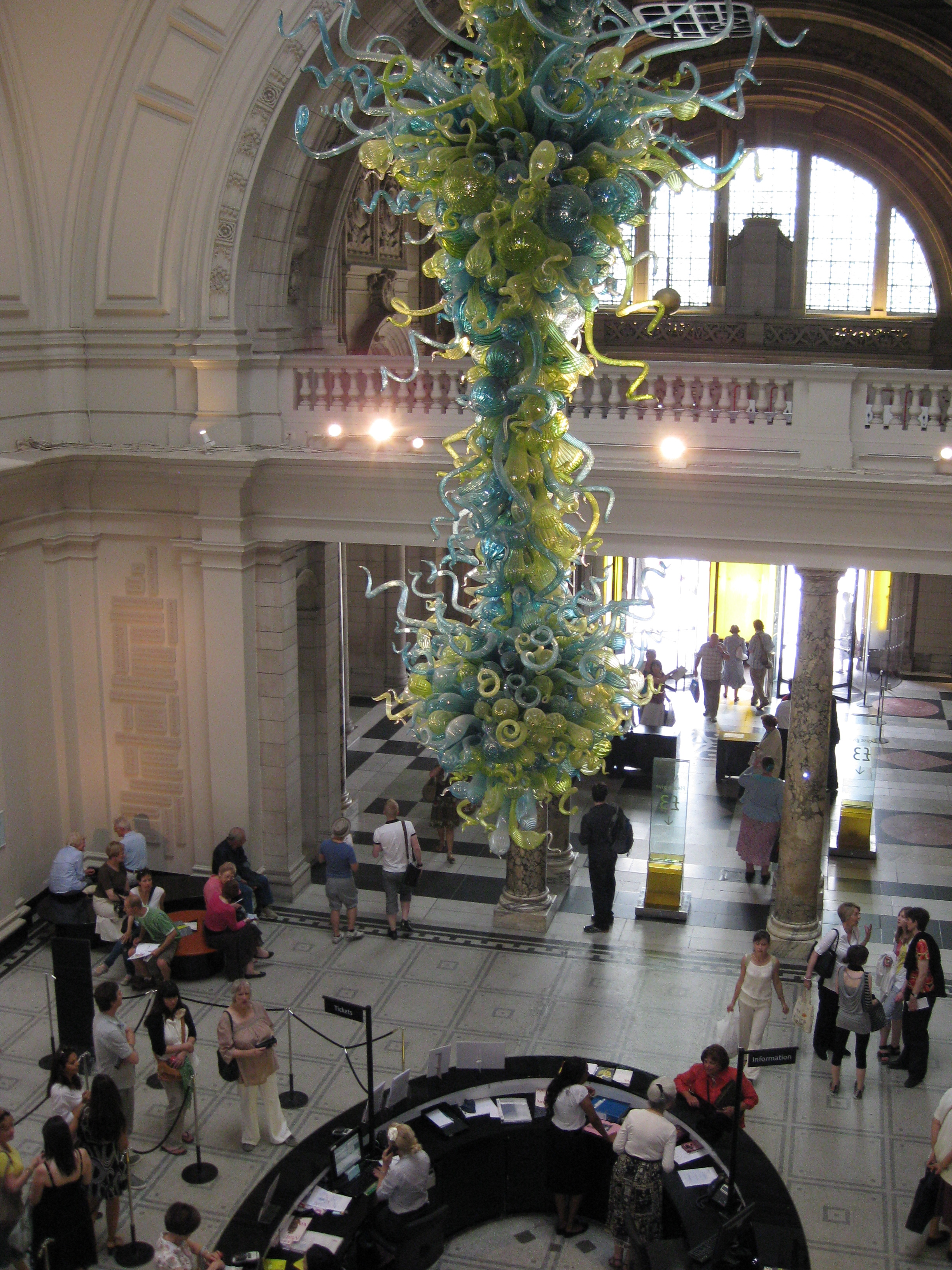 Art ms houghtons class chihuly chandelier in the va rotunda arubaitofo Choice Image